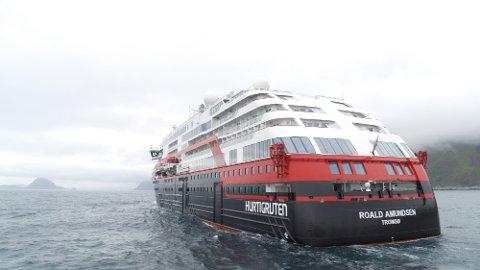 - Med MS Roald Amundsen setter Hurtigruten en ny standard, ikke bare for cruisebransjen – men også resten av shippingindustrien, sier konsernsjef Daniel Skjeldam i Hurtigruten.