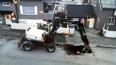 Det graves i Guttormsens gate. Beboere har fått melding om at vannet blir borte utover dagen.