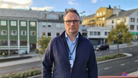 – Vi har flere nærkontakter med symptomer og er ekstremt spente på testsvar fra disse nærkontaktene, sier kommuneoverlege Askill Sandvik i Kristiansund.