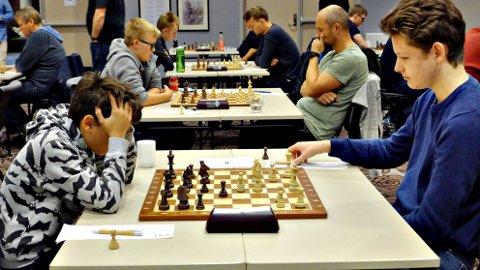 Sindre Lyngsaunet Ytrestøyl (til høyre) spilte god sjakk i Molde. Foto: Tore Kristiansen
