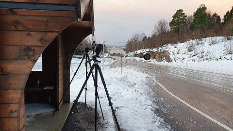 Her på Aspøya stoppet UP både fartssyndere og mobilsyndere fredag.