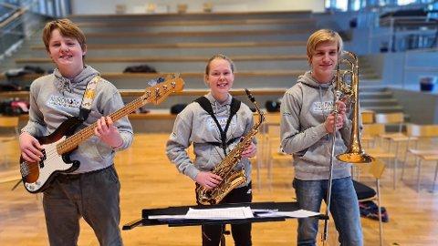Erlend Kongshaug (fra venstre), Hanne Strobel og Johannes Bergheim synes jazz er artig og kult.
