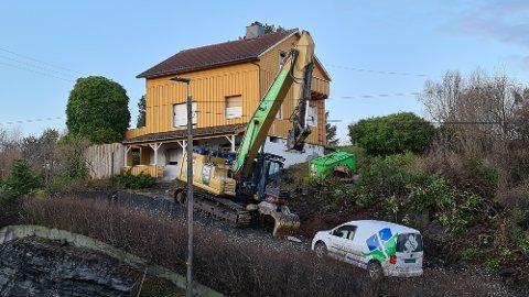Tirsdag startet forberedelsene til å rive hus  og legge rette for ny riksveitrasé gjennom Rensvik.