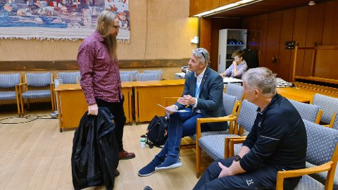 Sigve Torland (fra venstre), Henrik Stensønes og Helge Kruse var skjønt enig i å sende saken om ny skolestruktur i retur til rådmannen.