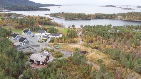 TILFLYTTING: Aure kommune innfører fra 2021 en velkomstpakke til dem som bosetter seg i kommunen. Bildet er tatt over Sagvågen.
