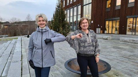 Tove-Lise Torve overrakte gladnyheten personlig til Ingrid Ovidie Rangønes.