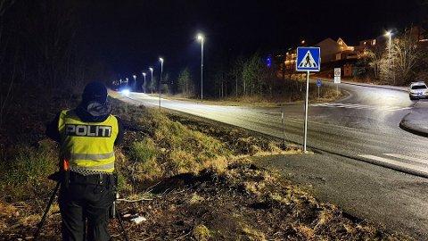 Ni biler ble stoppet da UP 414 onsdag kveld stilte seg opp med laser i 50-sonen i Gløsvågveien (ved avkjøringen til Riskeveien).