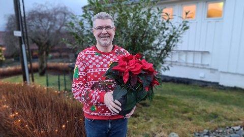 Ja, vi har stått på og anstrengt oss for å få til litt aktivitet og en følelse av normalitet innenfor koronaregimets begrensninger, sier Stein Åge Sørlie, som tar imot julestjernen lillejulaften hjemme på Storbakken.