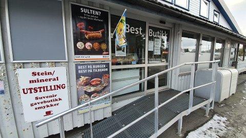 Best-butikken på Bremsnes med kafe og steinmuseum er stengt.