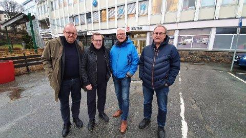 En utålmodig gjeng på Kongens plass. Fra venstre: Pål Farstad, Einar Lund, Bjarne Elde og Arnt Alsli.