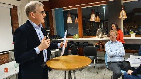 Du bør ta en prat med vår ordfører Kjell Neergaard ( AP) og høre på han. Det er ingen skam og snu, skriver Aase Fladseth.