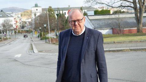Fylkesutvalget hadde sjanse til å holde stødig kurs i arbeidet for å etablere fylkeskommunale arbeidsplasser på Nordmøre. Denne sjansen benyttet man seg ikke av, påpeker Pål Farstad.