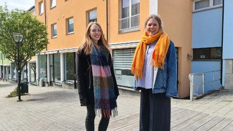 Stine Holten (til venstre) og Idunn Eide Sanden ønsker seg mer engasjement og bevisstgjøring om fargebruk i Kristiansund.