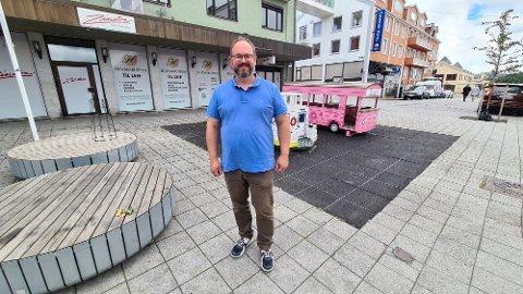 Lekeplassen i gågata er viktig for miljøet, ikke bare i gågata. men i hele sentrum, sier Tore Lyngvær.