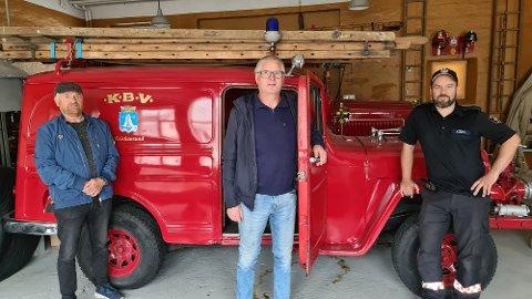 Jonny Skarpnes ( fra venstre), Tor Ove Rød og Sverre Løseth avslutter sin frivillige innsats for å realisere et brannmuseum i Kristiansund.