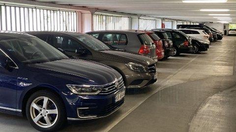 Det er trangt om saligheten i de fleste parkeringshus. Dermed øker også faren for skader.