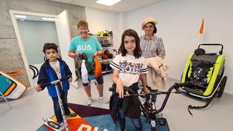 Her blir hele familien utstyrt til sykkeltur og overnatting i skogen. Fra venstre: Osama Toqiiddin Almama, Lille Andersen, Mariam Toqiiddin Almama og Rim Toqiiddin Almama.