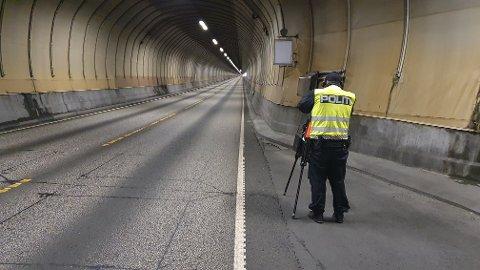 Utrykningspolitiet stilte seg opp i Freifjordtunnelen torsdag.