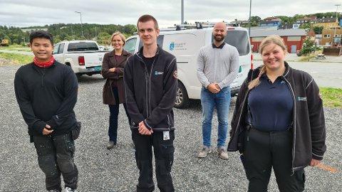 Samarbeid mellom Anders Marius Bøe og Linda Myrset Dønnem (bak) har gitt Withawat Sae-Lao (foran fra venstre),  Jonas Helge Hoem og Hildegunn Blikeng Sørstrand muligheten til et springbrett inn i yrkeslivet.