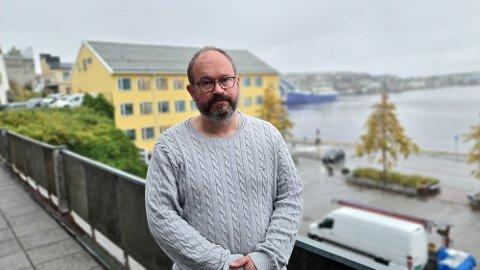 Vi skjerper beredskapen til gult nivå. Det handler først og fremst om å få omdisponert personell etter kriseledelsens behov, sier Tore Lyngvær.