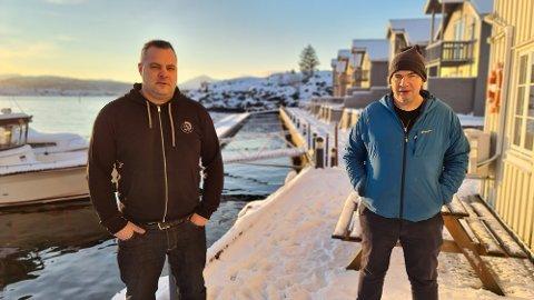 Jens Morten Viktil  (til venstre) og Per Ivar Aakvik satser langsiktig på turistanlegget i Sveggesundet.
