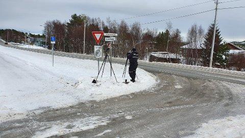38 ble tatt da UP-overbetjentene  Leif Ragnar Hosethog Jan Arild Hanssen i UP 414 søndag formiddag stilte seg opp i 50-sonen ved innkjøringa til Vågahammeren - ikke langt unna Kiwi - på Rensvik.