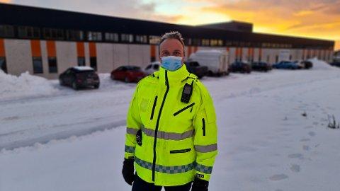 Kristiansund vil få mellom 100 til 200 vaksiner per uke de to neste ukene, og dette egner seg best for en drive-through logistikk i Ello-bygget, forklarer Askill Sandvik.
