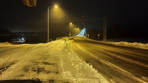 Slaps og snø senker farten til bilistene, melder UP.