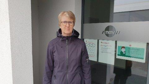 Nav-leder Ragnhild Fausa forteller at Nav Kristiansund har fått flere nye arbeidssøkere fra forskjellige bransjer siden de nasjonale korona-tiltakene ble iverksatt søndag.