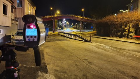 UP hadde med seg nye bøtesatser ut da de onsdag kveld stilte seg opp i Melkvika på Nordlandet. Seks sjåfører ble vinket inn.
