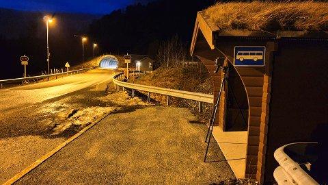 UP 414 sto søndag kveld ved tunnelen på Eikrem i Tingvoll. 11 bilførere ble tatt for å ha kjørt for fort.