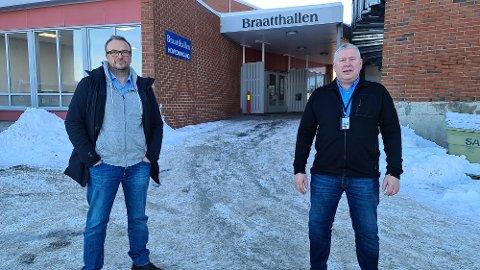 Askill Sandvik (til venstre) og Torbjørn Sagen forteller at de legger alt til rette for at folk skal føle seg trygge når de starter sitt opplegg med massevaksinering i Braatthallen førstkommende torsdag.