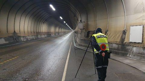 UP var på plass i Freifjordtunnelen fredag formiddag.