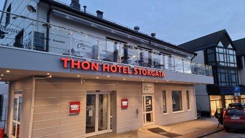 Thon Hotel Storgata har vært stengt i snart to måneder. Det er usikkert når de vil åpne igjen, forteller Roger Bach.