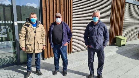 Nils Røsand (fra venstre), Per Meek og Egil Magne Folland er jordnære averøyinger som gleder seg over de nære ting i livet under pandemien.