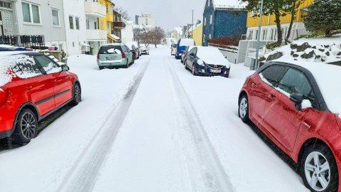 Slik så det ut i Kristiansund mandag morgen og det er bare å innstille seg på lignende syn over hele Nordmøre de neste dagene – og kanskje ukene.