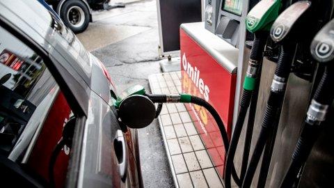 BENSINSKVIS: Drivstoffprisene i USA skyter oppover mot det høyeste nivået på mange år.