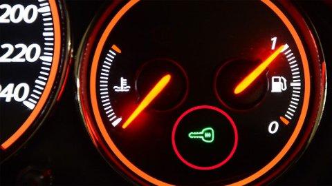 Kommer varsellampen for feil med startsperresystemet på, kan det bety to ting. At du ikke får start på bilen – og at det kan blir dyrt.