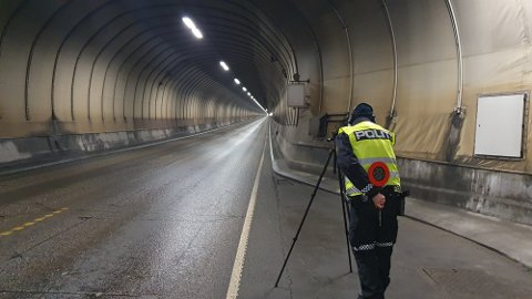 Den unge sjåføren ble stoppet av politiet inne i Freifjordtunnelen. Dette bildet er fra den aktuelle kontrollen.