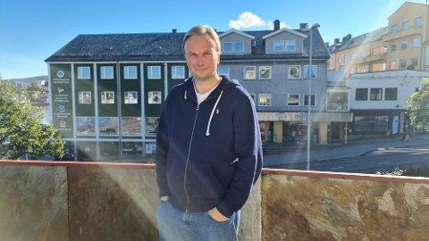 VURDERER: Kommuneoverlege Askil Sandvik i Kristiansund sier det ikke er utenkelig at det blir innført bruk av munnbind for ansatte i hjemmetjenesten som ikke er vaksinert, etter en episode i Molde, der tre brukere er smittet etter å ha blitt behandlet av en uvaksinert ansatt i Molde.