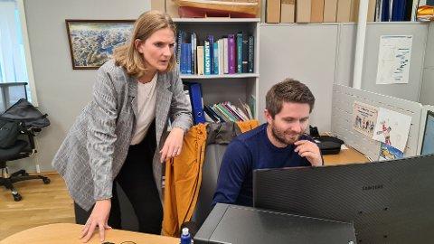 Marte Tuverud Kamphus er stolt av sine dyktige ansatte som får tett oppfølging. Her er hun sammen med Torkild Lekve.
