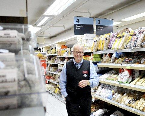 BEKLAGER: Butikkeier Walther Fusdahl ved Meny Teie beklager kundens opplevelse. Foto: Anne Charlotte Schjøll