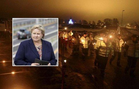 Erna Solberg (innfelt) kommer for å holde tale under markeringen «Lys til ettertanke». Mange deltar i lysmarkeringen som går fra Skjee kirke og ned til E18. Dette bildet er fra 2013.