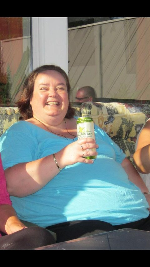 FØR: - 10 måneder og 50 kilo. Det er ikke verst! sier Tina Bullen Jensen fornøyd. Dette bildet ble tatt før hun begynte å gå ned i vekt.