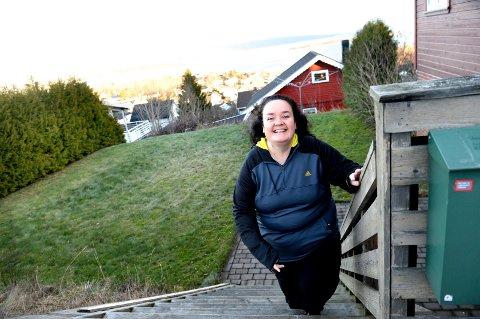 LYKKELIG: I motsetning til før, føler holmestrandingen Tina Bullen Jensen (42) seg i dag glad tvers igjennom.
