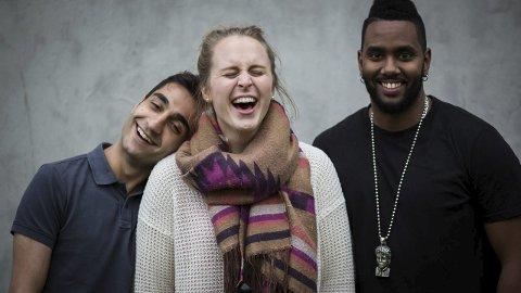 RADIOVERTER: Tønsbergjenta Benedicte Jacobsen Hamnes er vaktsjef og programleder i NRK MP3. Mandag til fredag kan hun høres på «Ettermiddagen», medprogramledere er Amir Horori (til venstre) og Abiel Tesfai.