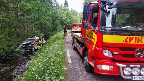 Rallybilen har snurret flere ganger før den stanset i bekken da den dro ut av veien i Hvarnes