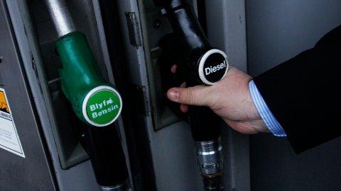 TIDENES HØYESTE: Etter to år med lav oljepris og noe redusert bensinpris, øker bensin- og dieselprisene til tidenes høyeste nivå i Norge.