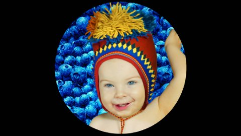 SMILER: Mir Aurebekk var halvannet år under innspillingen av «Farger & Frukter». Han er nå to år gammel.
