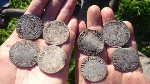 Engelske mynter fra 1500-tallet funnet i Vestfold i 2016.
